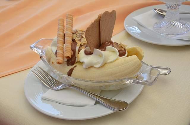 banana-split-cake