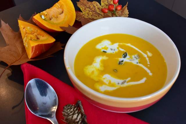 golden-pumpkin-and-red-bean-soup
