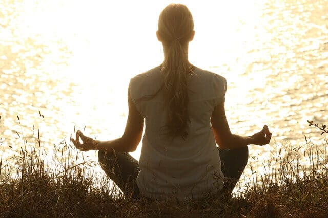 meditate-women