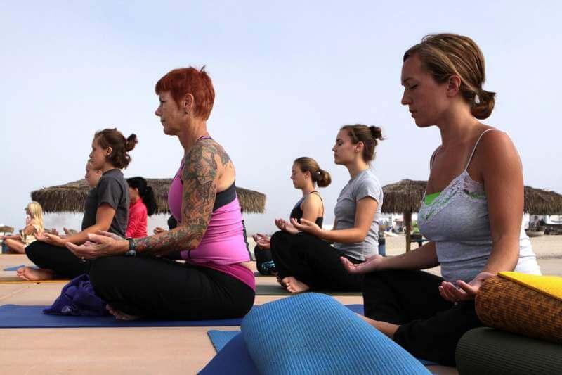 women-group-yoga