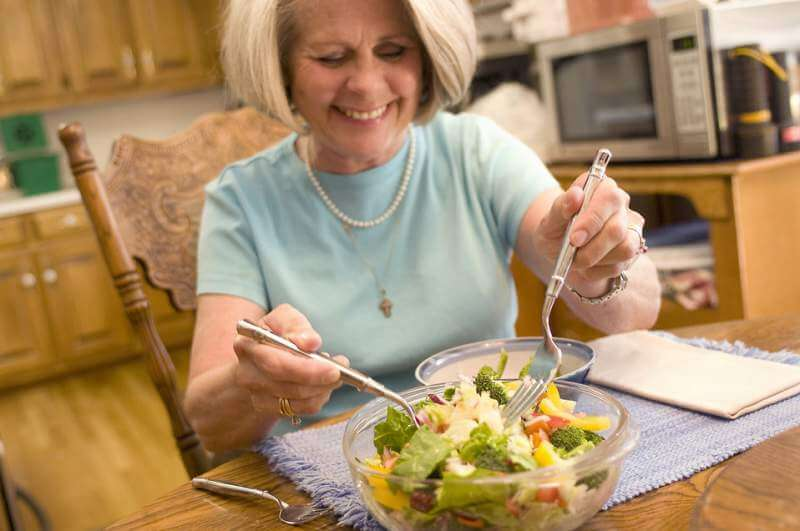 woman-eating-a-fresh-salad