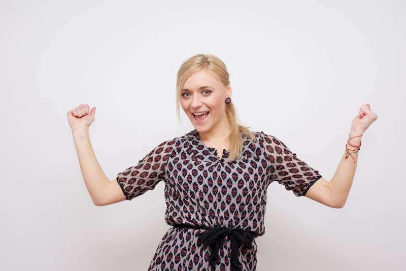 young-model-woman-flexing