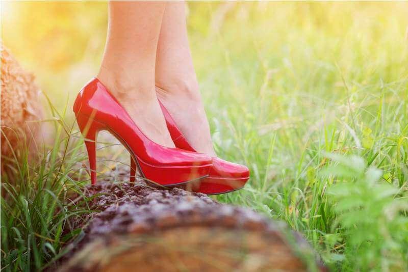 woman-in-red-heels