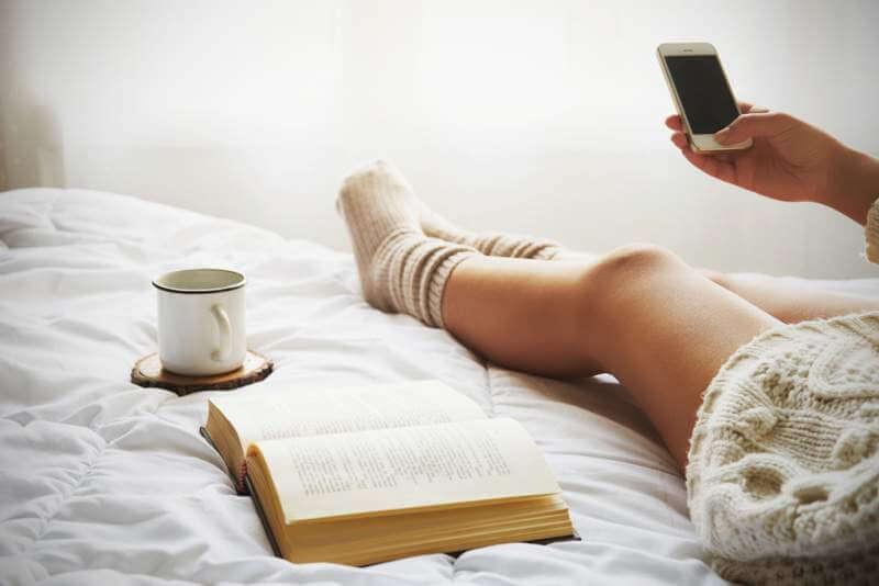 woman-on-the-bed-with-old-book