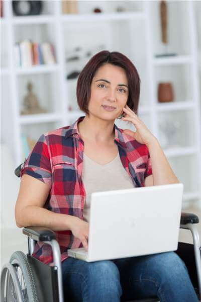 after-devastating-accident-she-works-from-home