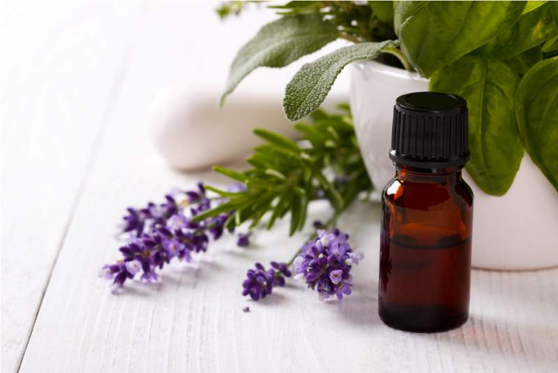 essential-oil-and-lavender-flowers