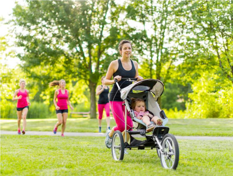 mother-running-in-the-park