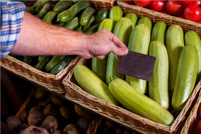 price-tag-installation-on-vegetable-marrow