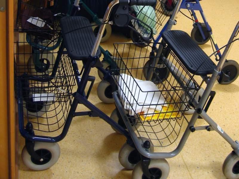 walker-seated