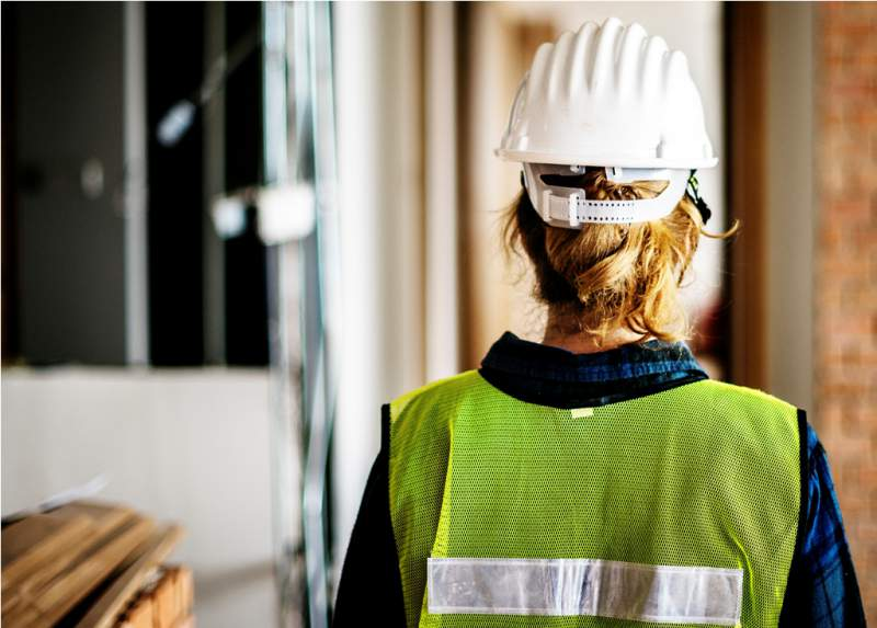 woman-constructor-wearing-security-clothing