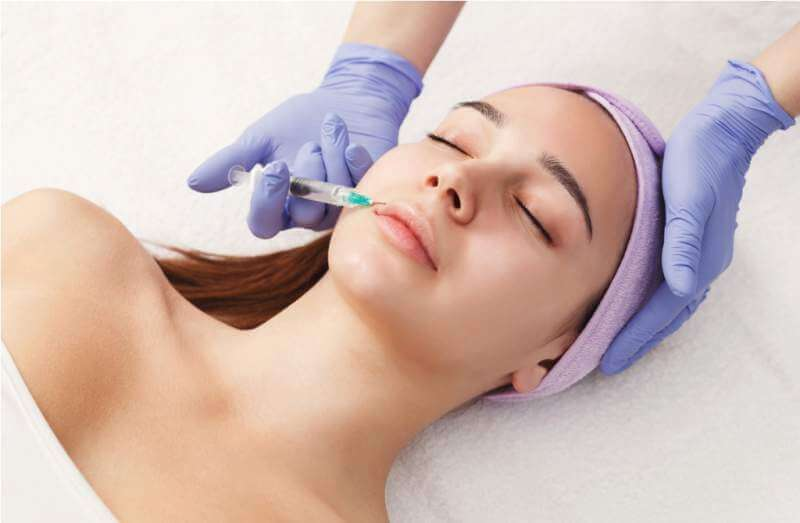 woman-getting-beauty-injection-at-salon
