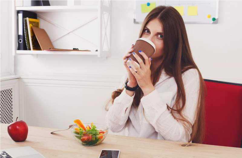 woman-has-healthy-business-lunch-in-modern-office