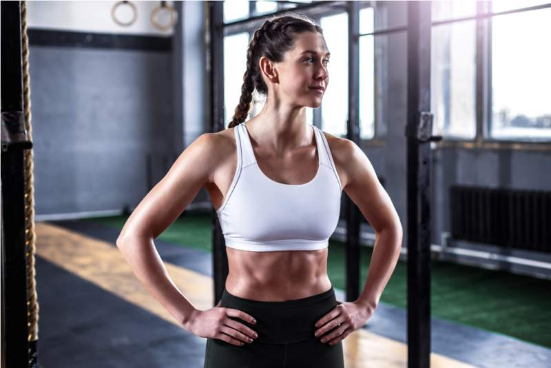 woman-in-crossfit-gym