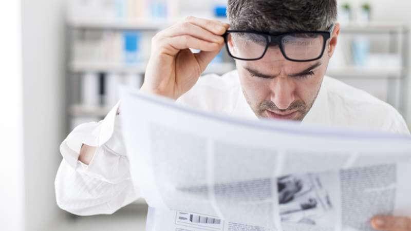 breaking-news-men-reading