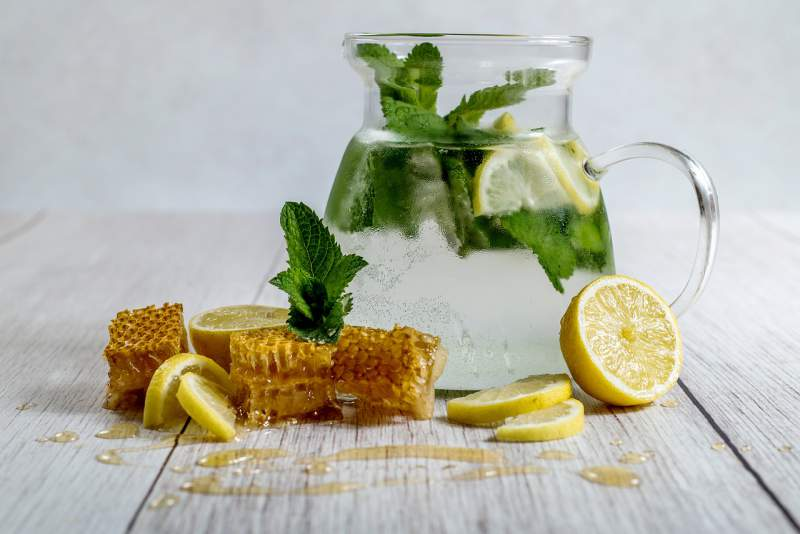 lemon-honey-homemade-lemonade-drink