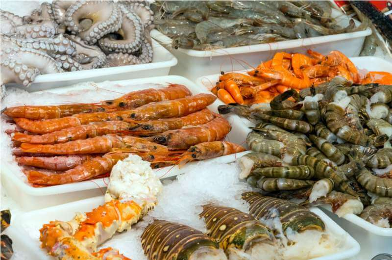 seafood-and-shellfish-at-a-market