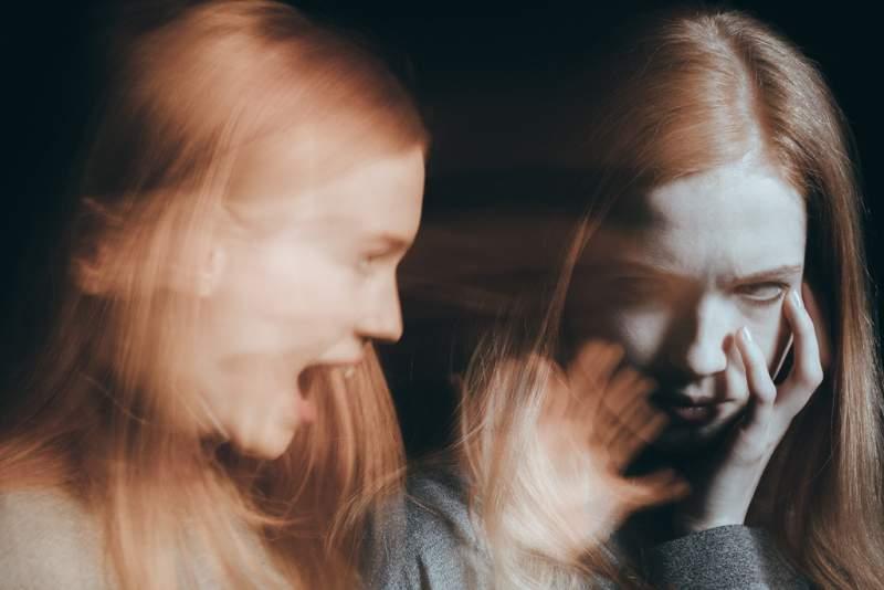 woman-having-hallucinations