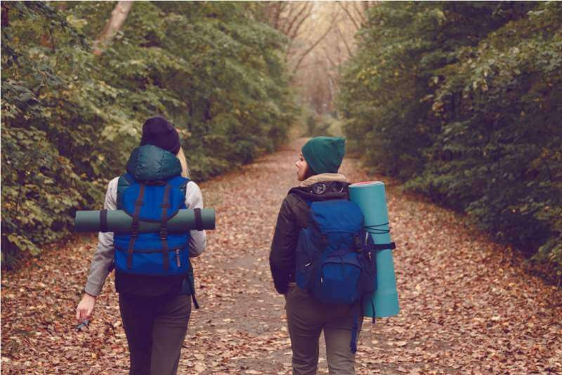 girlfriend-traveler-with-backpacks-went-hiking