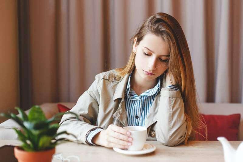 unemployed-woman-sits-alone-heartbroken