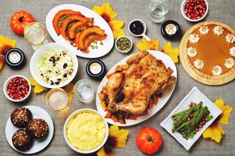 autumn-thanksgiving-main-dish-table-setting