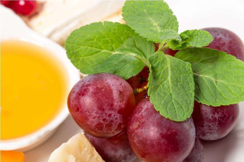 cheese-platter-with-red-grapes-and-honey