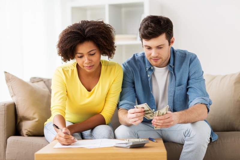 couple-with-papers-and-calculator-at-home