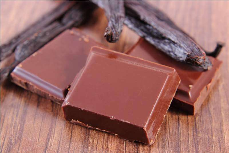 dark-chocolate-and-fragrant-vanilla-sticks