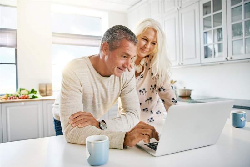 elderly-retired-couple-reading-their-social-media