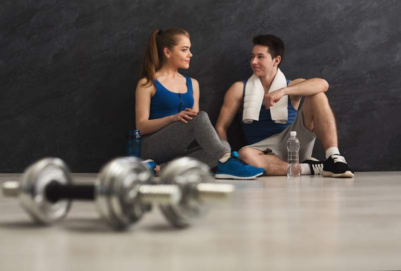 fitness-couple-at-gym