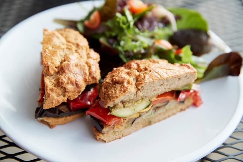 healthy-vegetarian-sandwich-on-plate-in-coffee