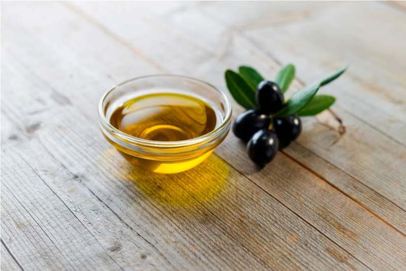 olive-oil-with-leaves-and-olives