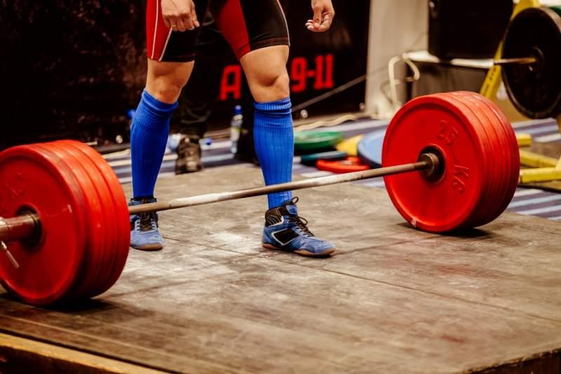 powerlifter-prepare-lift-weight-barbell