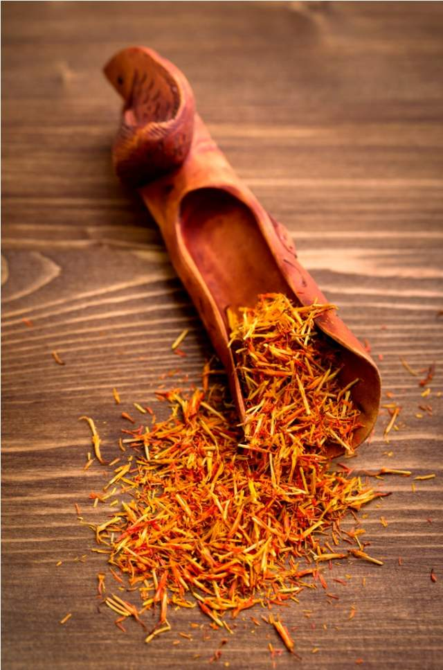 saffron-spice-threads-in-scoop-on-wooden