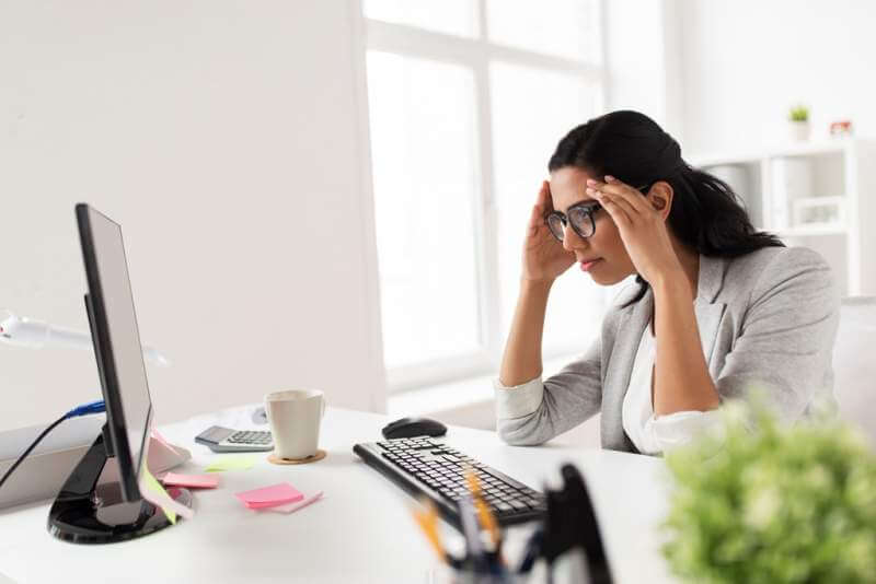 businesswoman-with-computer-working-at-office