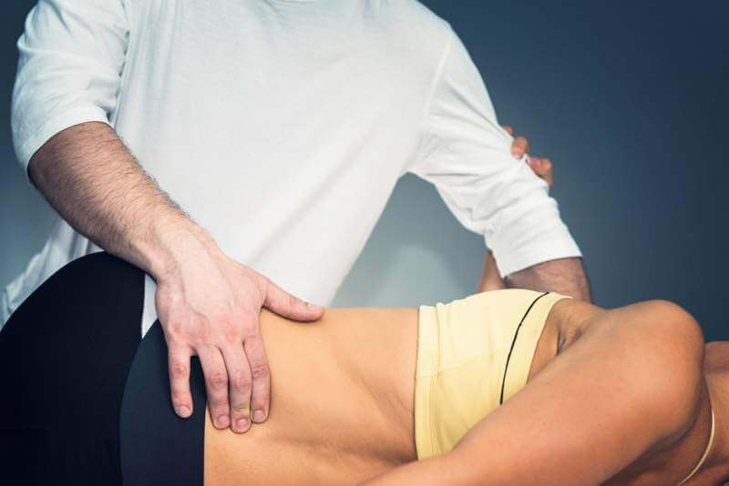 chiropractor-doing-treatment