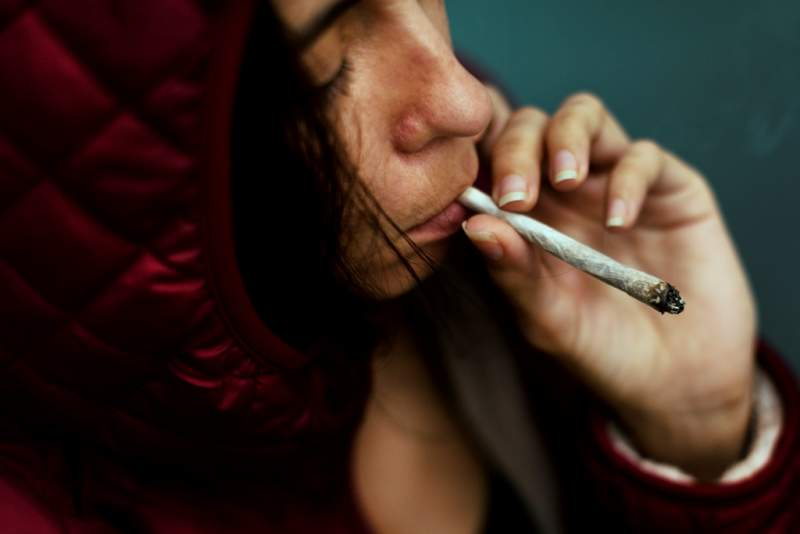 homeless-adult-woman-smoking-cigarette-addiction