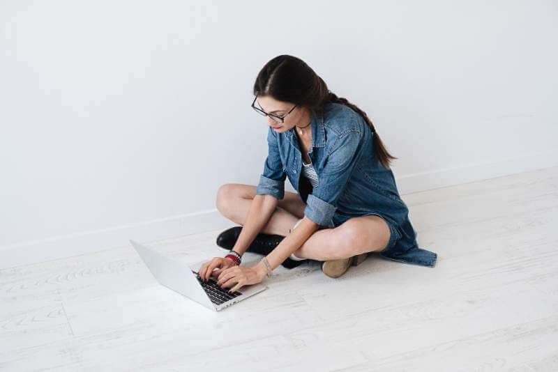 woman-working-on-a-laptop-on-a-laptop