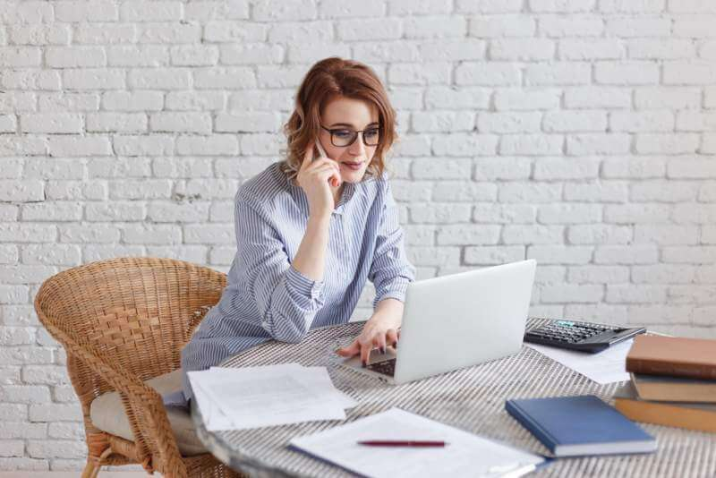 young-businesswoman-working-at-the-computer