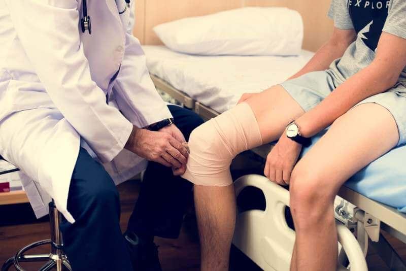 doctor-is-bandaging-patient