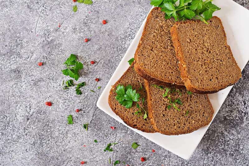 pieces-of-rye-bread-on-a-plate