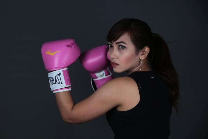 woman-with-boxing-gloves