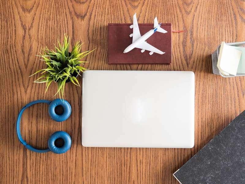 traveler-businessman-top-view-on-wooden-desk
