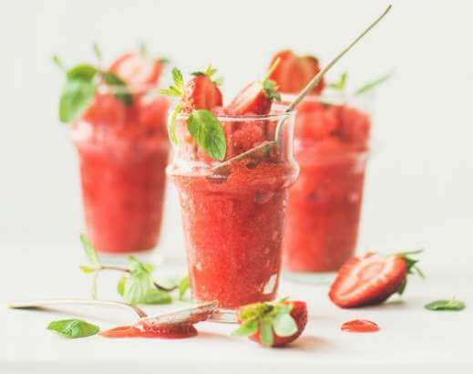 strawberry-champaigne-summer-granita-in-glasses
