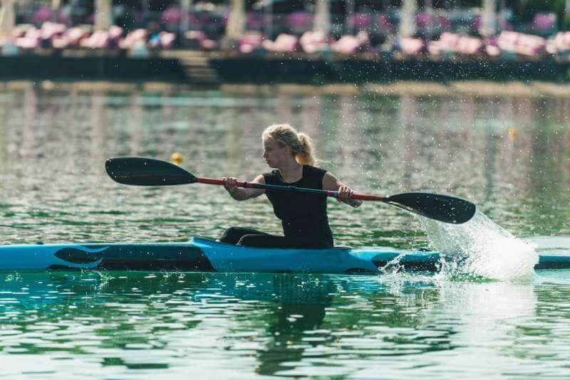 kayak-female-kayaker