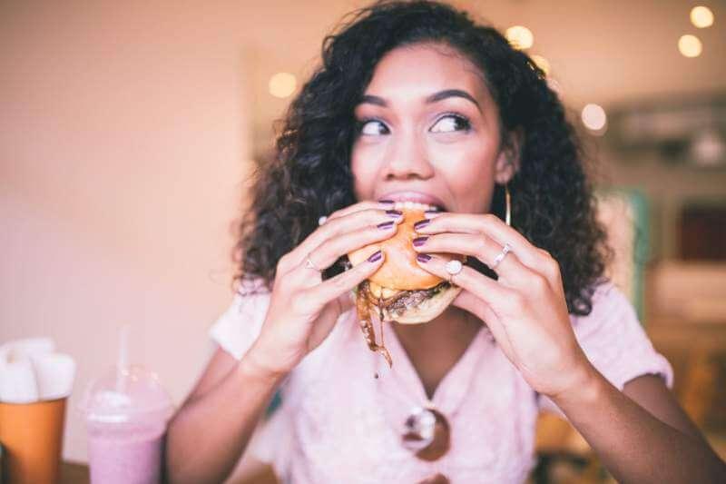 burger-eating-women