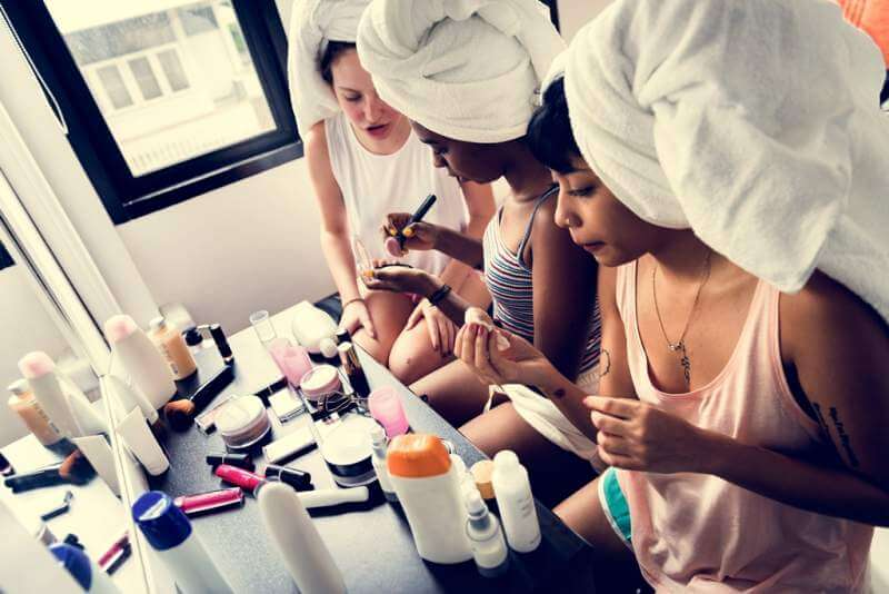 diverse-women-with-makeup-cosmetics