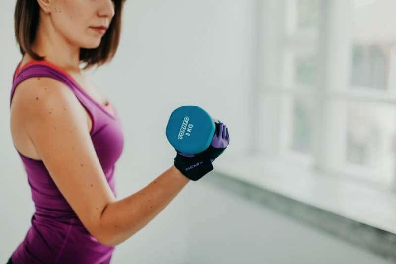 women-fitness-dumble